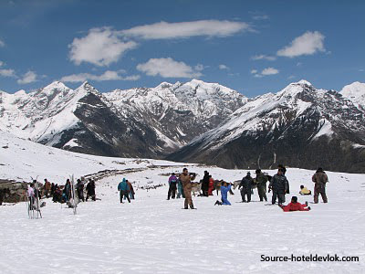Himachal Hues (Honeymoon Special) 8 Days tour at INR 25,000 By Make My Trip
