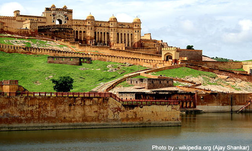 Splendours of the Golden Triangle 5 Days Tour at INR 45,999 by Makemytrip