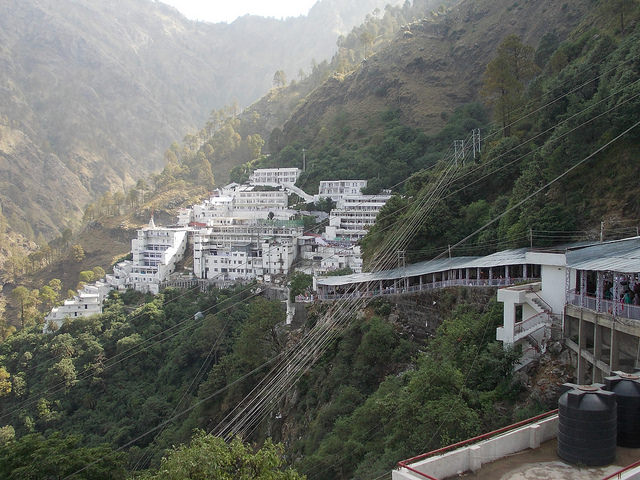 Charismatic Kashmir – Vaishno Devi Special 8 Days Package at INR 35,499 By Make My Trip