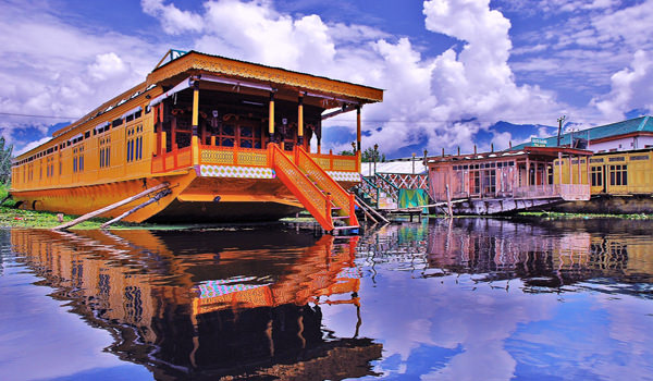 Dal Lake houseboat